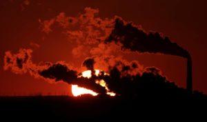 Що спонукає підприємців забруднювати атмосферне повітря?